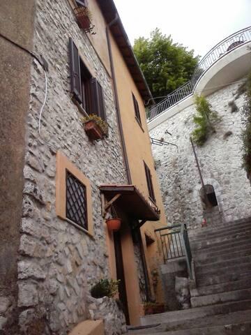 Casetta tipica centro storico - Fiuggi - Huis