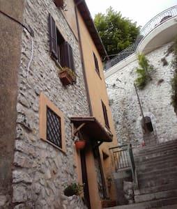 Casetta tipica centro storico - Fiuggi - House
