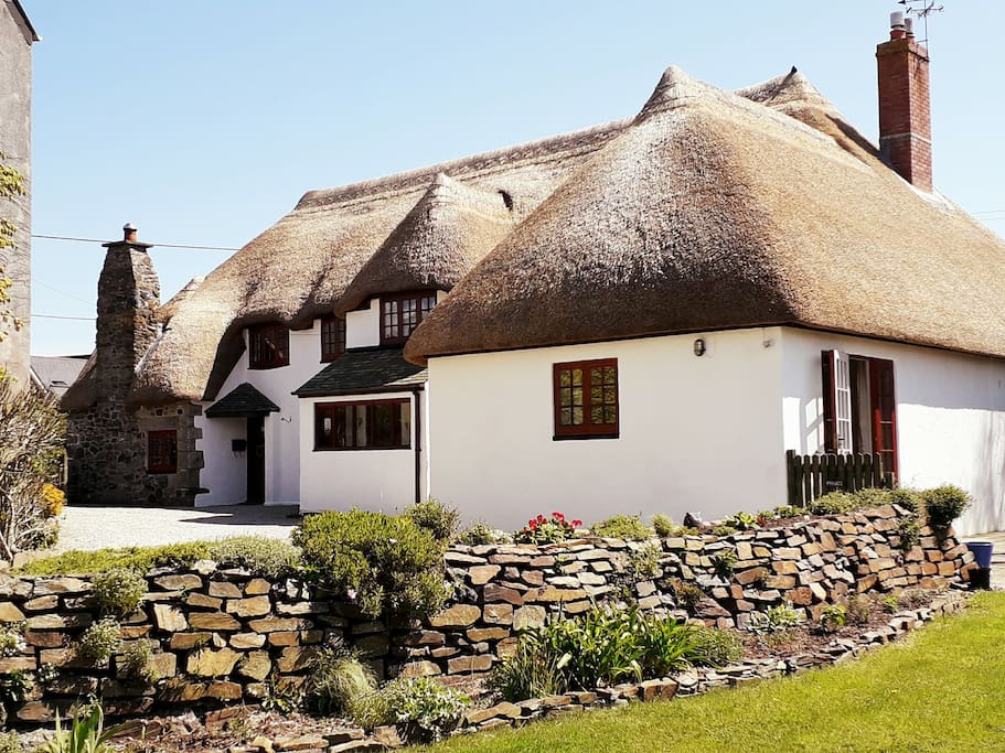 New thatch b b close to cadgwith cove twin or king for Stanze in affitto new york manhattan