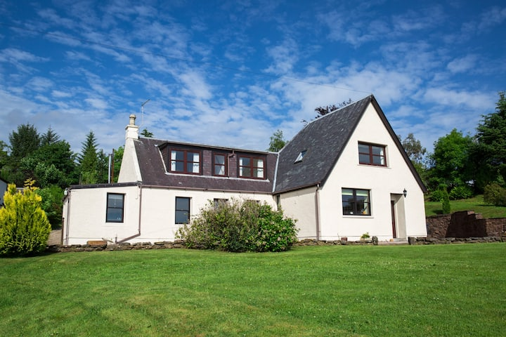 Silverburn Farmhouse, spacious with stunning views
