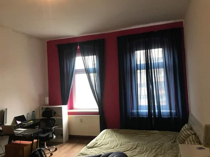 Cozy apartment in Berlin + fast internet