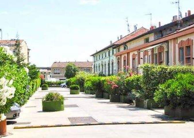 Open space con giardino e wi-fi - มิลาน - บ้าน