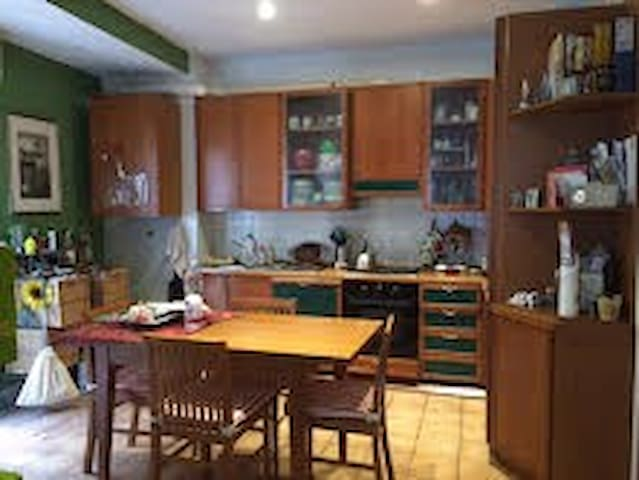 stanza matrimoniale luminosa - Rom - Lägenhet