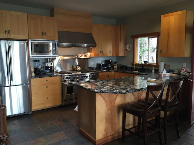 BEAUTIFUL BEACH HOME IN HAIDA GWAII - Masset - Rumah