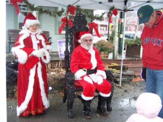 First Weekend in December Mad River Valley's Country Christmas come to Bridge Street