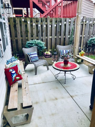 Newly Remodeled Garden Unit in Chicago
