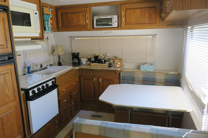 Family camper near Macon - easy access!