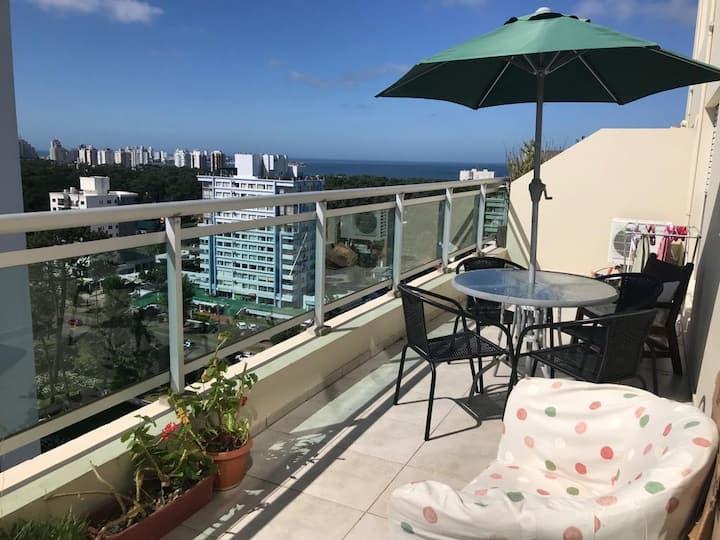 Dpto un dormitorio, vista al mar, balcón y cochera