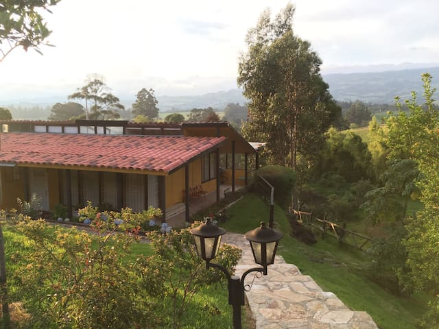 Cozy Country house with a view! - Cota - บ้าน