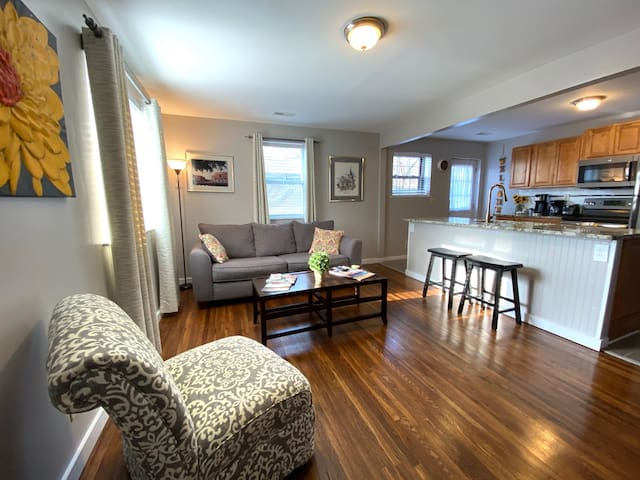 "Cypress Cottage Apt ""A"" at Cleveland Park"
