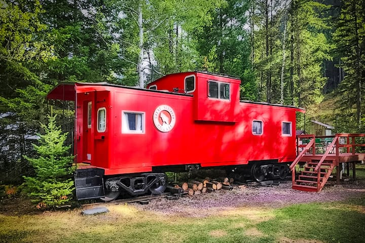Unique caboose train car home w/deck - great for hiking!