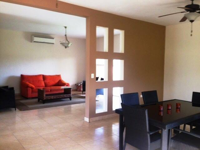 Great location and security. Gated - San Pedro Sula - Casa