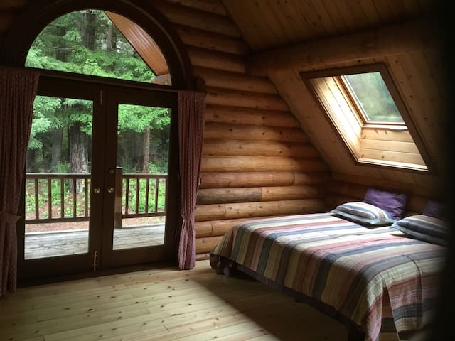 Log cabin room - B - Crescent City