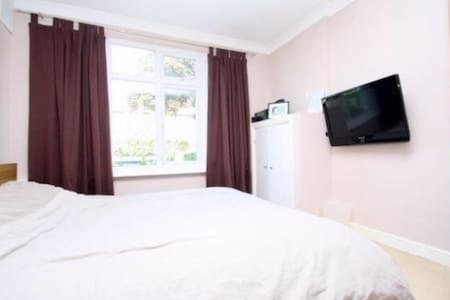 Perfect one bedroom apartment close to LHR - Staines-upon-Thames - Appartement