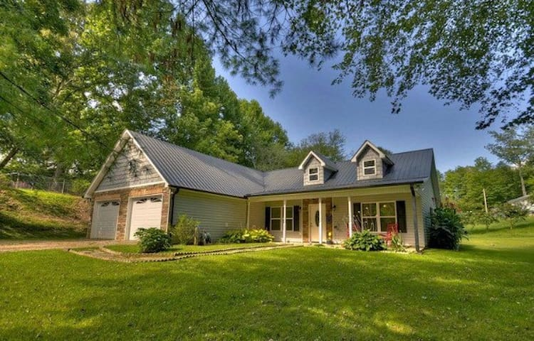 Charming Downtown Home - Blue Ridge - House