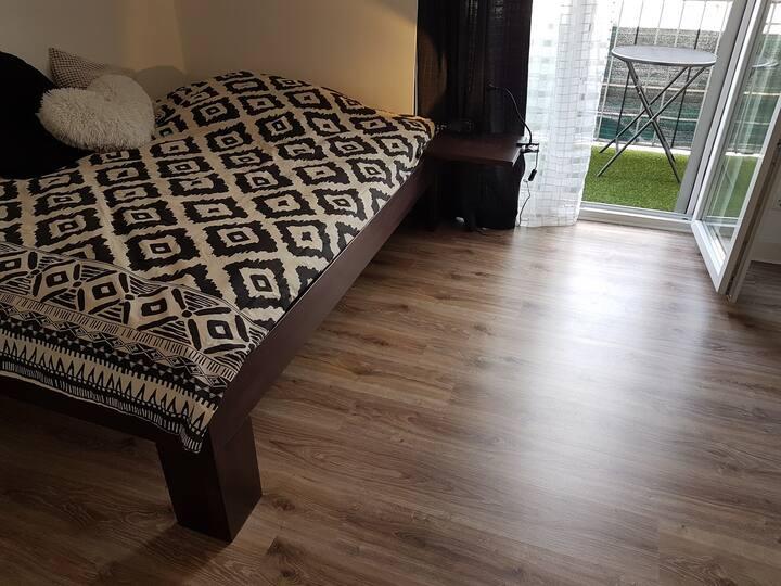 1 möbliertes Zimmer in schönem sanierten Altbau