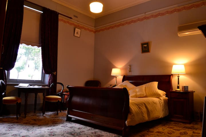 Bishopscourt Bed and Breakfast - Frew Room