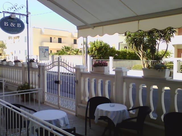 Entrata del B&B,terrazzino area colazione