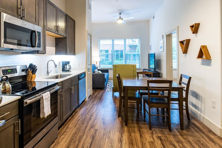 Beautiful Buckhead Apartment near Phipps Plaza