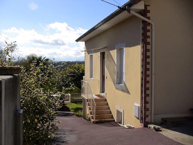 Studio 25m2  Pau-Centre Résidentiel - Bizanos - House