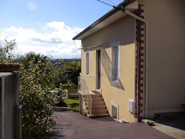 Studio 25m2  Pau-Centre Résidentiel - Bizanos - Huis