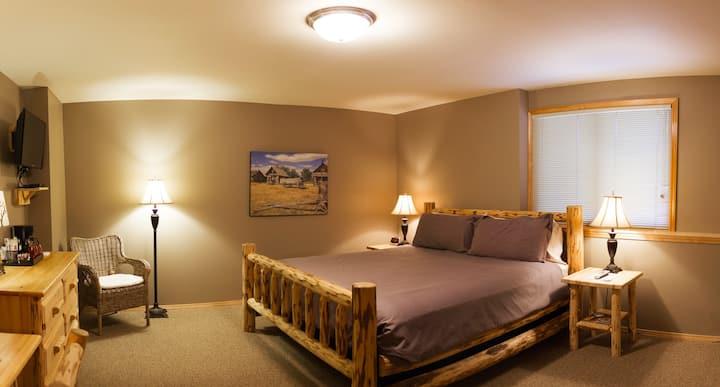 #6 - River Pines Inn - King suite