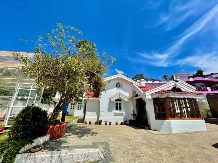 Charming 4BHK Lush Palace Villa | EKOSTAY