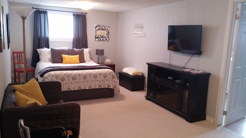 Studio Apartment | Private Home Away From Home - Niagara Falls - Dormitorio para invitados