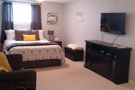 Studio Apartment | Private Home Away From Home - Niagara Falls - 客房