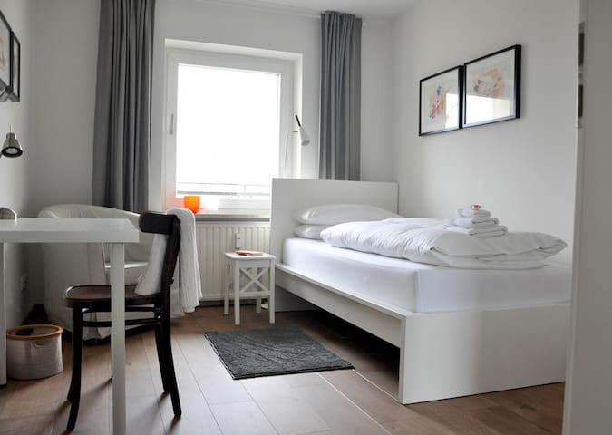 Schönes, helles und sehr sauberes Einzelzimmer - Munic - Pis