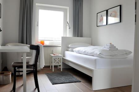 Schönes, helles und sehr sauberes Einzelzimmer - Munich - Apartmen