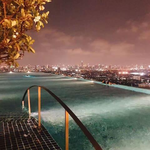 Near the MRT Bang O station,beautiful sky pool