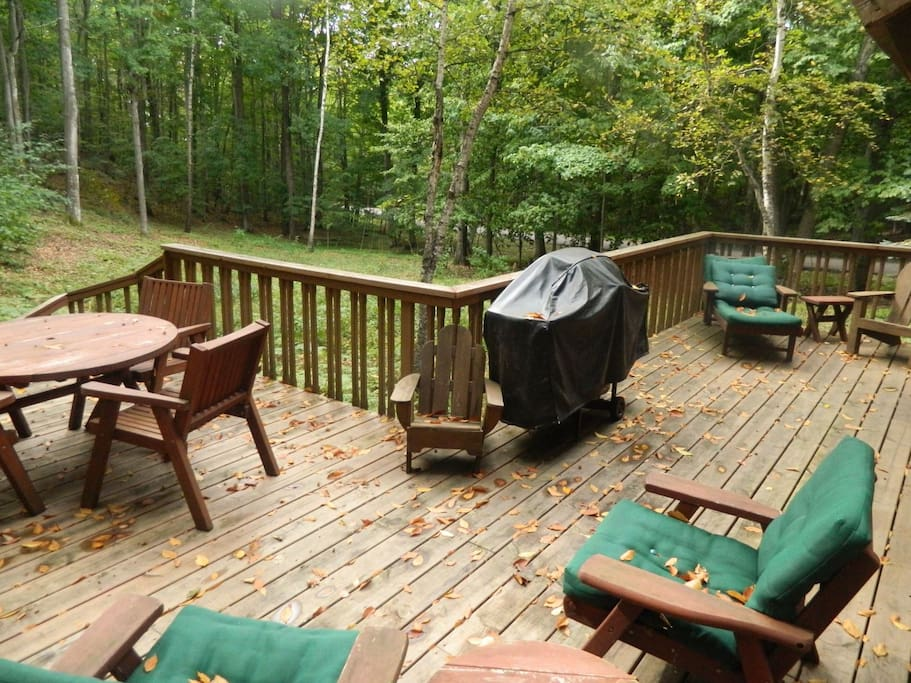 Outdoor deck perfect for gatherings