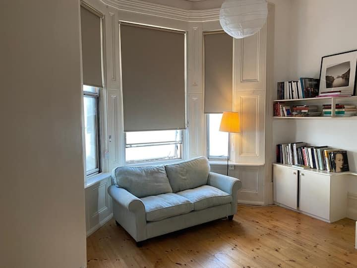 Lovely, light Studio flat available - central line