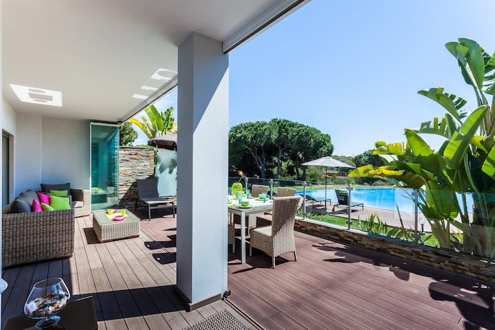 Luxury grnd. floor apartment, close to  beach.