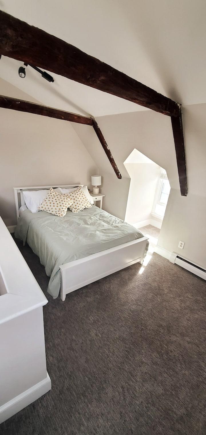 Sunny 4 bed on Upper Thames Street