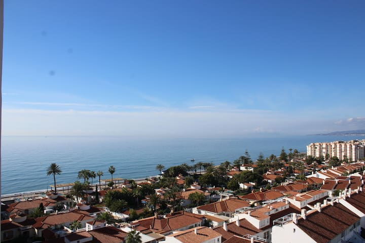 Coqueto apartamento con vistas al mar y la montaña - Torrox