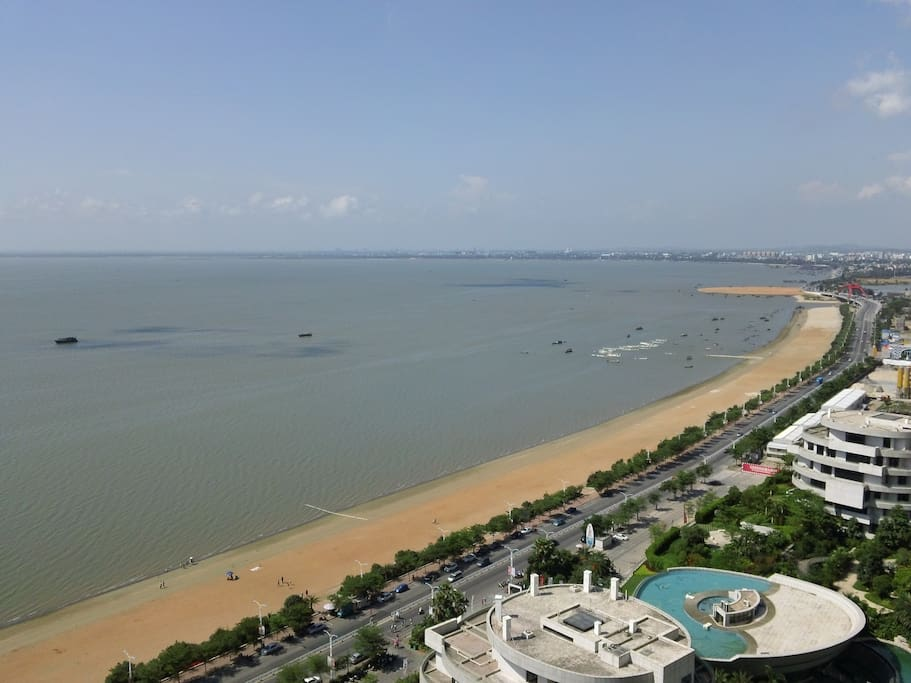 View from the balcony (在阳台观海)