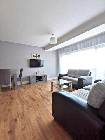 ★ Cosy flat minutes from the Airport ✈ ★