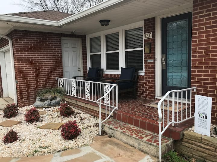 Walk to Downtown Raleigh! Cute and cozy home!