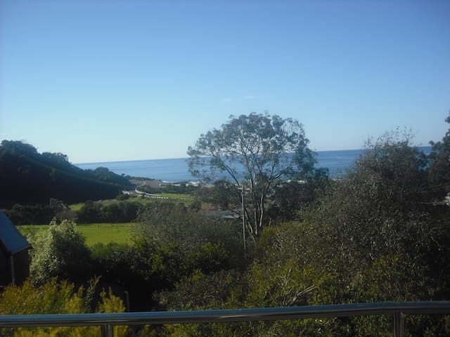 Sams House.... Family, Koalas, Surf, and Relax