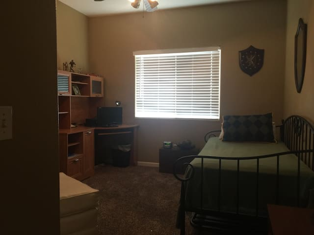 Private room and full bathroom - Tulare