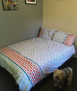 A cute dog and her pets live here. - Carlisle - House