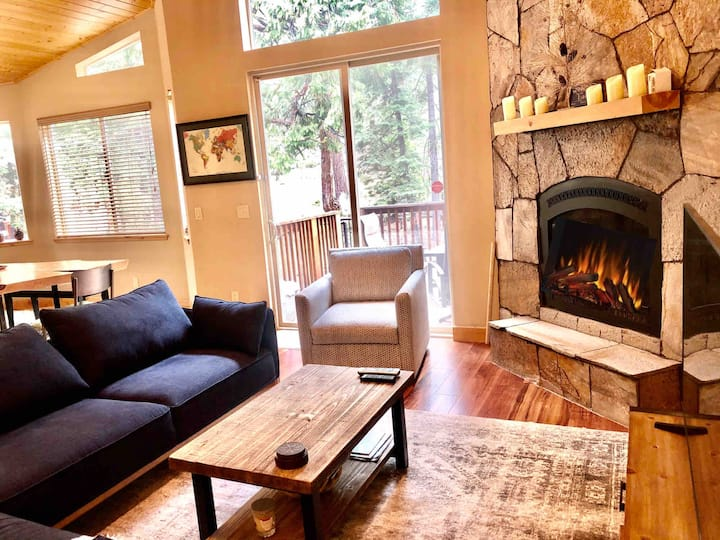 3BR Tahoe Luxury Home w/Hot Tub near Hiking Trails