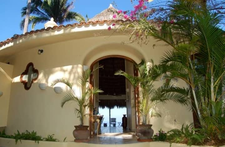 CASA COLINA-WITH FABULOUS OCEAN AND JUNGLE VIEWS