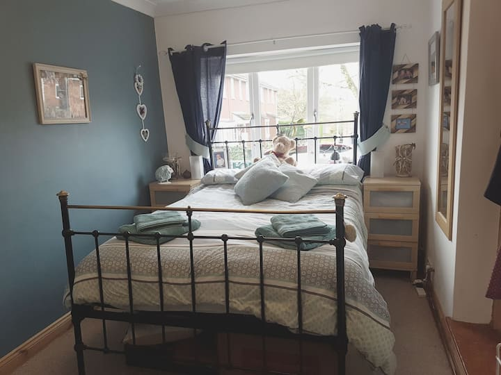 En suite double room in lovely village, TV, WIFI
