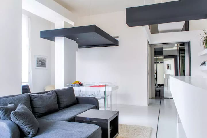 SLEEK DESIGN FLAT IN THE HEART OF OLD TOWN