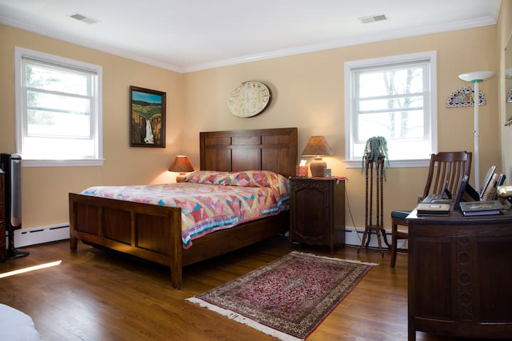 Private Room in NW DC