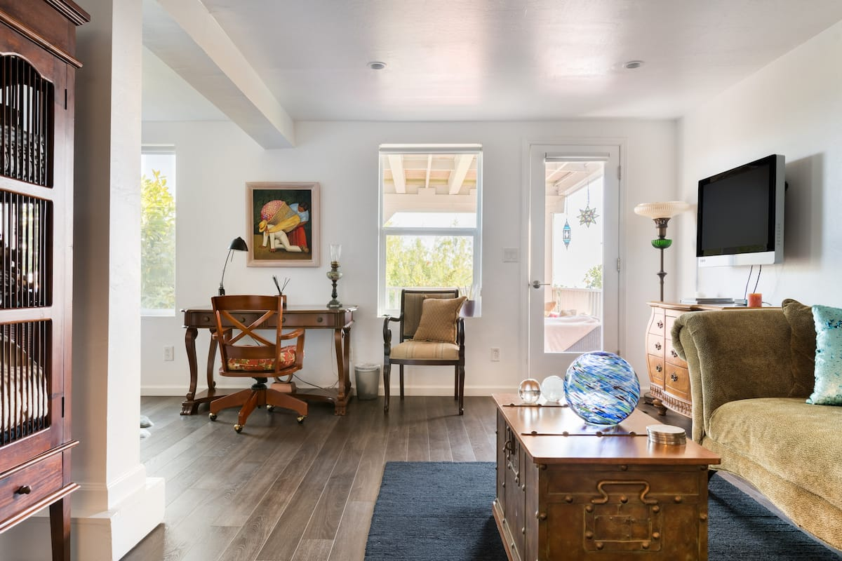 Bright and Spacious Studio in the Secluded Fairmount Heights