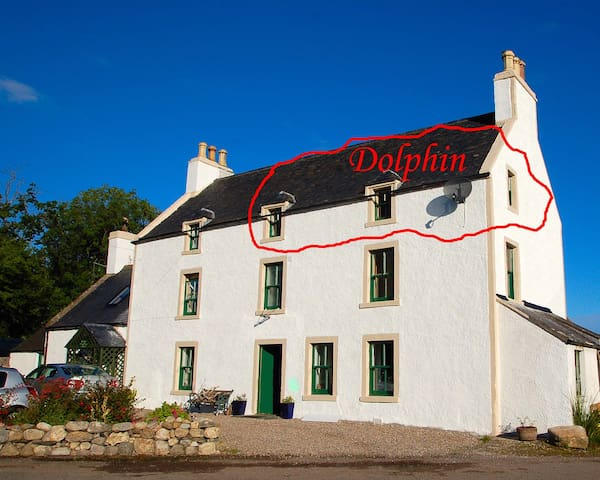 Dolphin, a large en suite bedroom plus kitchenette - Balblair - Byt